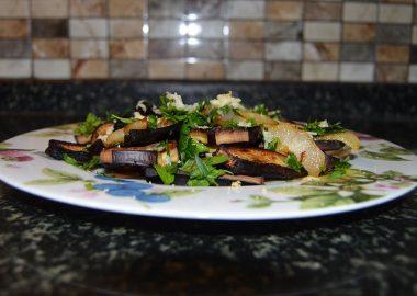 Armutlu Izgara Patlıcan Salatası Tarifi