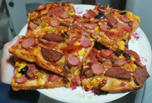 Bol Malzemeli Ev Pizzası Tarifi