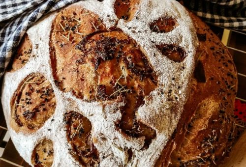 Karamelize Soğanlı Siyez Ekmeği Tarifi