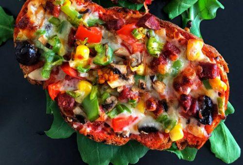 Kolay Ekmek Pizzası Tarifi