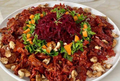 Pancarlı Kuru Domates Salatası Tarifi